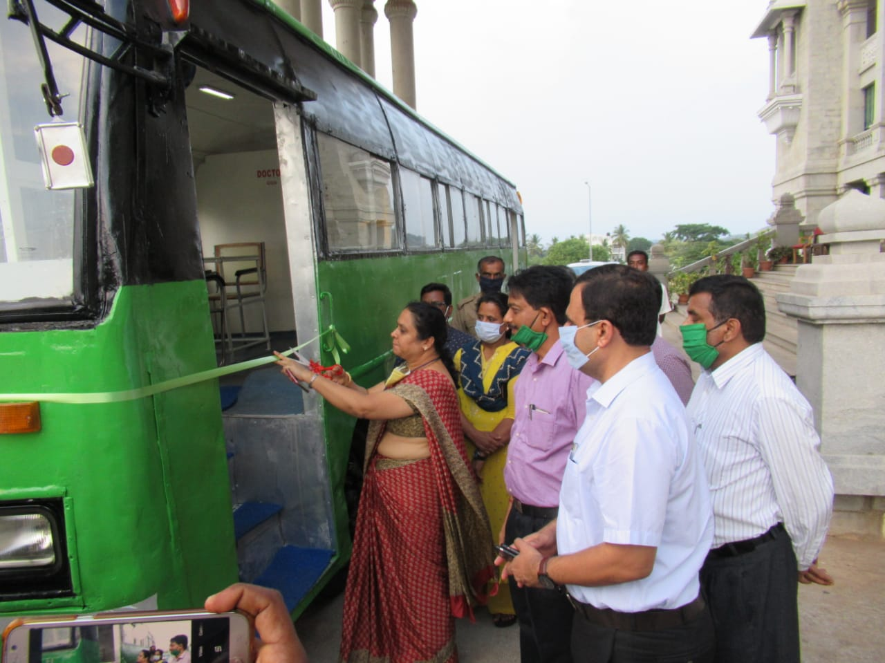ಕೋವಿಡ್-19 ಸಂಚಾರಿ ತಪಾಸಣಾ ಕೇಂದ್ರಕ್ಕೆ ಚಾಲನೆ ನೀಡಿದ ಜಿಲ್ಲಾಧಿಕಾರಿ