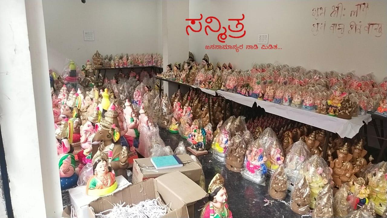 ಗೌರಿ-ಗಣೇಶ ಹಬ್ಬದ ಪೂಜಾ ಸಾಮಗ್ರಿ ಮತ್ತು ಗಣೇಶನ ಬುಕ್ಕಿಂಗ್ ಗೆ ಮುಗಿಬಿದ್ದ ಜನತೆ
